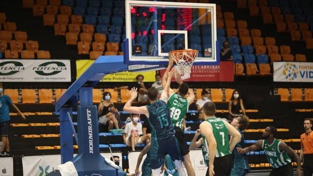 Baloncesto | El Coosur Betis se alza con el trofeo COpizza Ciutat de Maó